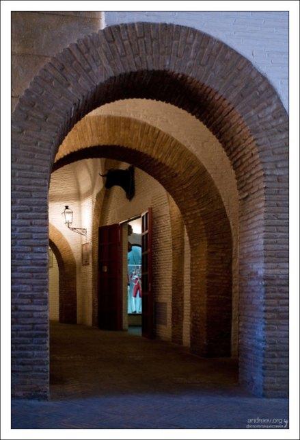 Внутренние помещения арены для корриды Маэстранса.