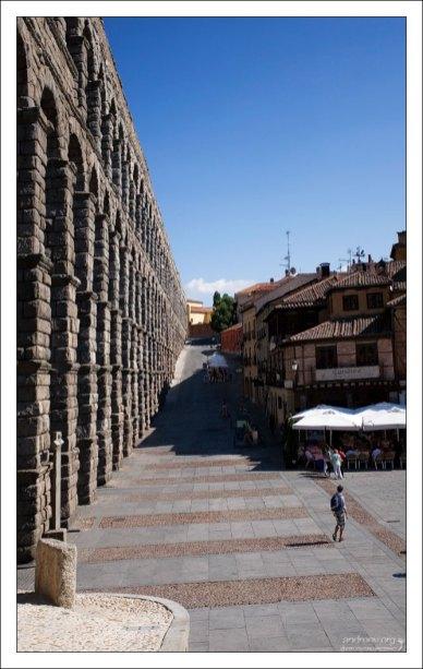 """Знаменитый ресторан """"Meson de Candido"""" у подножия акведука. Сеговия, Испания."""