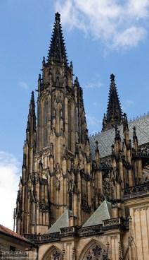 Хищный, готический облик собора Св. Вита.
