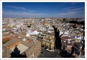 Вид на город с высоты колокольни Хиральды. Севильский собор.