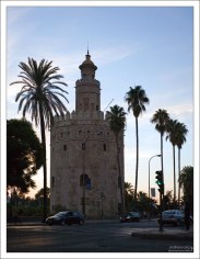 Torre del Oro - Золотая башня на набережной Гвадалквивира.
