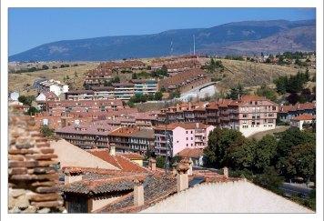 Городской район к югу от акведука. Сеговия, Испания.