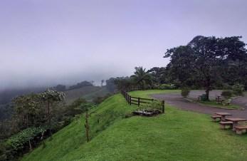 Место для пикников около заповедника Finca La Morita.