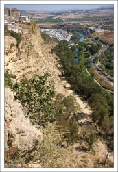 Аркос раскинулся на крутой и высокой (166 м) скале, омываемой рекой Гвадалете.