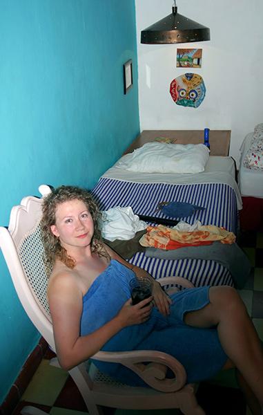"""Катя в номере отеля """"Luz en Yucatan"""" в Мериде."""