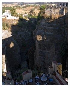 Ресторан на краю ущелья Тахо-де-Ронда. Ронда, Андалузия, Испания.