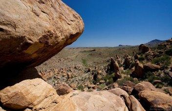 Пустыня с обратной стороны Балансирующей скалы.