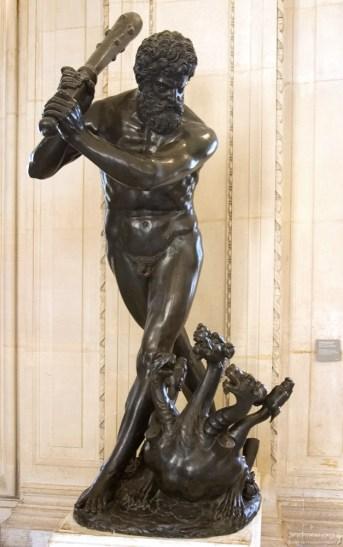 """Бронзовая фигура для фонтана """"Hercules Fighting the Hydra"""", Северная Италия, 16-й век. Лувр."""
