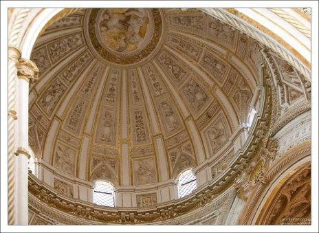 Эллиптический купол собора.