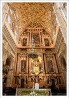 Главный алтарь церкви в Меските выполнен из розового мрамора.