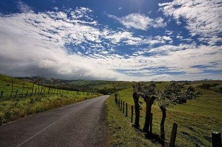 Деревенская дорога через центральную часть Коста-Рики.
