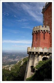 Вид на Синтру с высоты террас Дворца Пена.