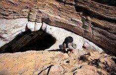 В центре каньона Эрнста расположена карстовая воронка - замкнутая впадина чашеобразной формы.