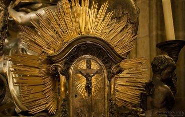 Фрагмент оформления саркофага. Собор Св. Вита.
