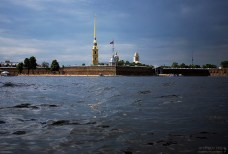 Около Петропавловки в Неве можно разогнаться на лодке до 60 км/ч.