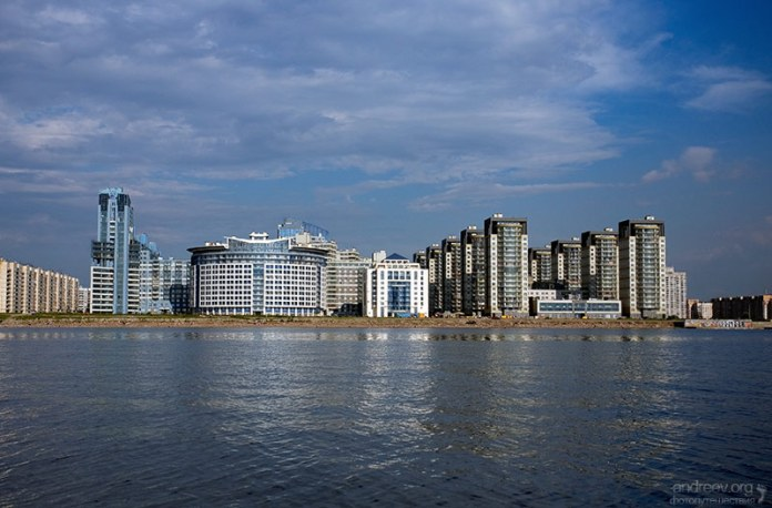Вид на новые дома Василеостровского района со стороы Финского залива.