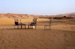 Место для посиделок с видом на пустыню.