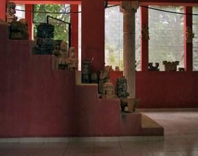 """В фойе гостиницы-ресторана """"Chak-Mul"""" в деревне Santa Elena."""