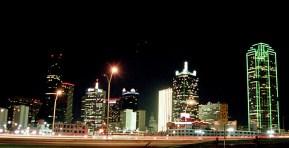 Море огней. Деловой центр Далласа вечером.