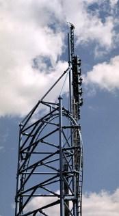 """Жуткий роллер-кастер """"Mr.Freeze"""", разгоняется до скорости 70 миль в час с перегрузкой 4G. Six Flags."""