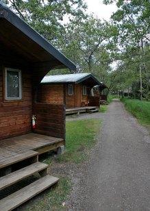Избушки для туристов. Brooks camp.