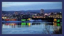 Новогодние огни в Оттаве. На той стороне французская провинция Квебек.