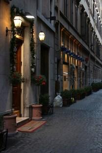 Брусчатка на улице Via Condotti.