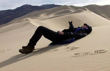 Очень тяжелый путь на вершину дюны Eureka.