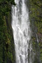 Водопад Waimoku в конце тропы Pipiwai trail.