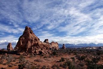 Облачное небо на горами La Sal mountains.