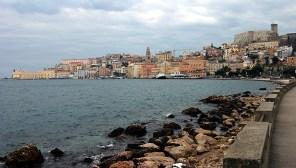Набережная в прибрежном городе Gaeta.