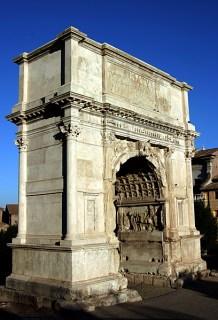 Арка Титуса. Возведена в честь сдачи Иерусалима римлянам в AD 81. Римский Форум.
