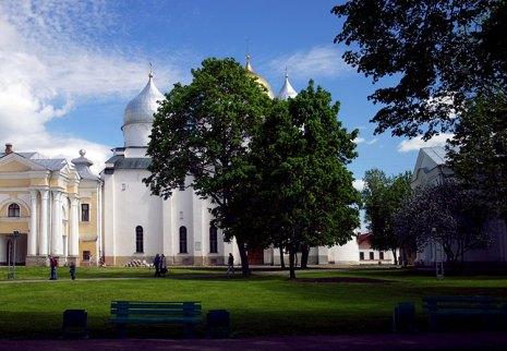Внутри Новгородского Кремля.