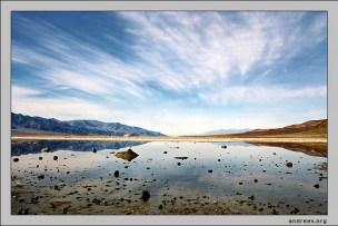 Озеро в пустыне. Badwater - самая низкая точка в западном полушарии (-86 метров под уровнем моря).