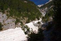 Старый ледник в расщелине. Национальный парк Олимп.