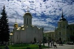 Троицкий собор и здание Ризницы. Троице-Сергиева Лавра.