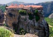 Монастырь Moni Varlaam на неприступной, известняковой скале. Метеоры.