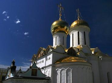 Золотой Троицкий собор, где находятся святые мощи преподобного Сергия Радонежского. Троице-Сергиева Лавра.
