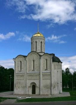 Дмитриевский собор (12-й век), украшенный необычной резьбой по камню. Владимир.