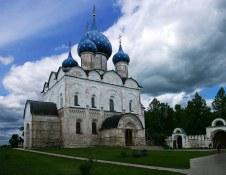 Рождественский собор (13 - 16 века) в Суздальском Кремле. На реставрации.