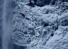 "Ледяное покрытие на скале вокруг водопада ""Bridalveil fall""."