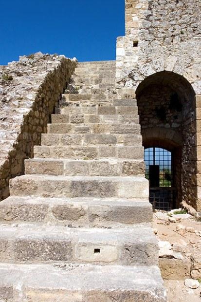 Лестница на крепостную стену замка Chlemoutsi.
