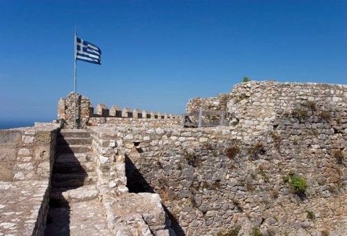 Бывший французский, турецкий, венецианский замок Chlemoutsi, теперь греческая собственность.