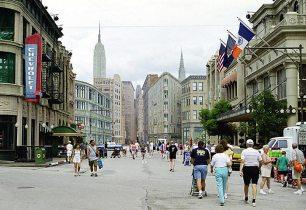 New York Street. Все дома сделаны из картона. Disney MGM-Studios Theme Park, Disney World.