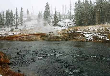 Прибрежный гейзер (Riverside geyser).