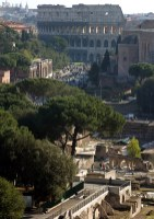 Вид с террасы дворца Виктора Эммануэля на Колизей и Римский Форум.