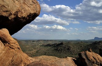 Балансирующая скала и холмы Grapevine Hills.