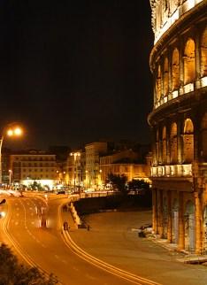 Район вокруг Колизея ночью.