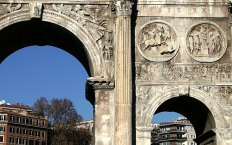 Триумфальная арка Константина. Построена в AD 315.
