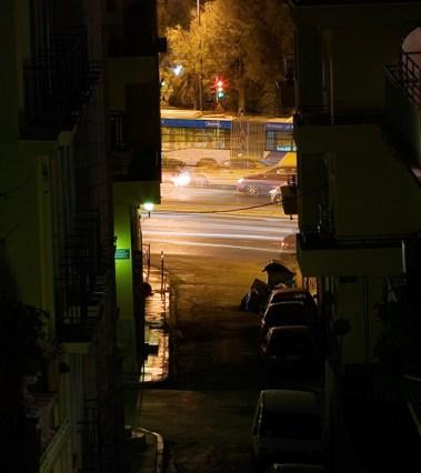 Вечерний трафик на большой улице.
